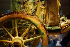 800px-Etruscan_chariot_wheel