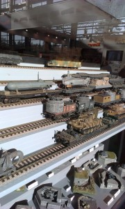Modeltoge og militærmodeller kombineret. Så kan det vist ikke blive vildere.