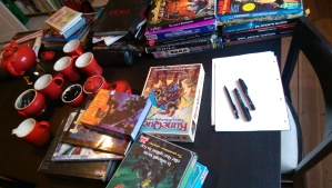 Før vi valgte Warhammer snakkede vi andre muligheder: Torg, Drager og Dæmoner, Over the Edge, Hôl, Secret of Cats, Castle Falkenstein, Earthdawn, Blue Planet, RuneQuest, Teenage Mutant Ninja Turtles & Other Strangeness, Star Frontier, Traveller, Paranoia, Æon, Burning Empires, Hillfolk, Chill, Hackmaster, TWERPS, In Nomine, MERP og flere til.