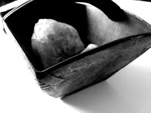 Trækurv med sten