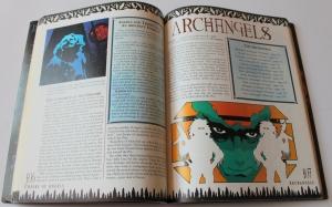 In Nomine var helt usædvanligt for perioden trykt på glittet papir og i farver. Illustrationernes til genkender man fra Illuminati CCG spillet.