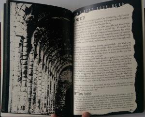 Don't Rest Your Head forsøger at formidle stemningen gennem bogens opbygning.