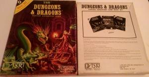Forside og bagside af æsken til D&D Basic Set.